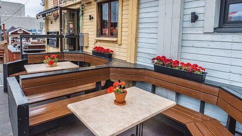 Bar & Cafe Keltainen Aitta, Oulu